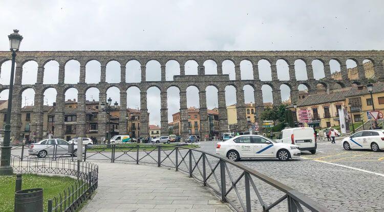 Front view of the Segovia aqueduct