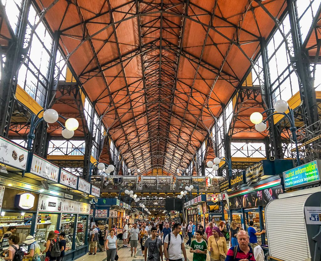 Crowd inside the Budapest Central market