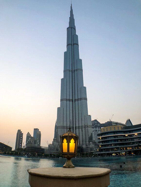 Burj Khalifa bending as too tall for iPhone camera