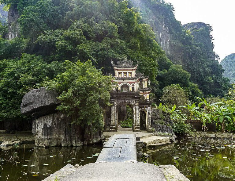 Bich dong pagoda temple entrance Ninh Binh