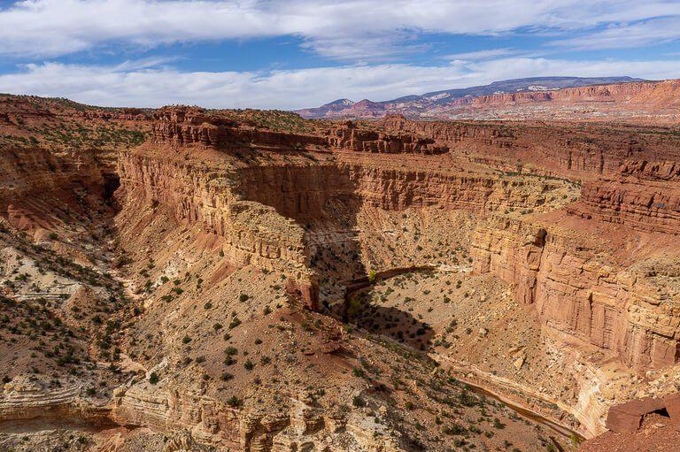 View over Goosenecks lookout rock formations in Utah