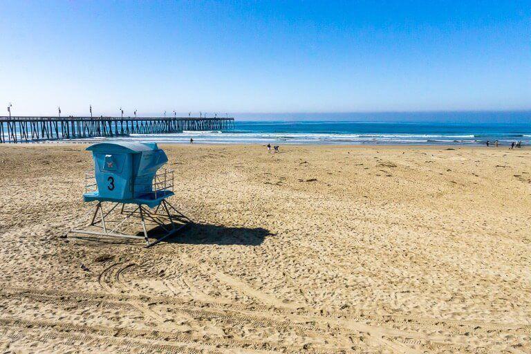 Pismo Beach pier big beach with blue lifeguard hut