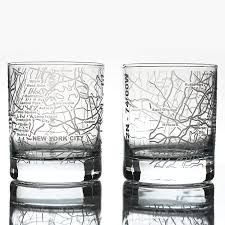 Whisky tumblers featuring maps of US cities excellent gift ideas for travelers