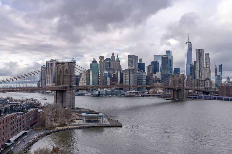 Brooklyn Bridge and NYC Skyline on a cloudy day in new york