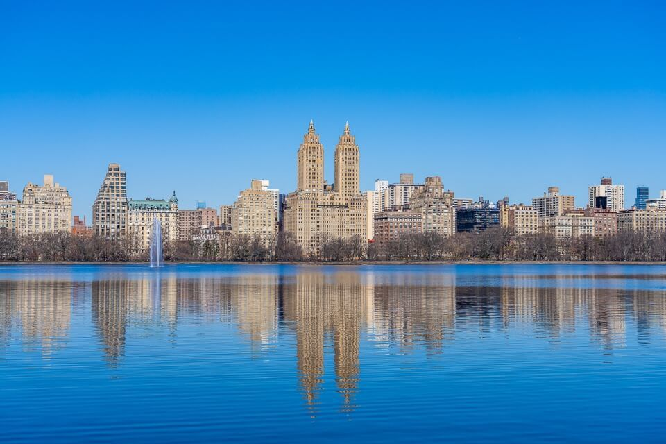 Jacqueline Kennedy Onassis reservoir in central park new york city el dorado building reflection but not still due to wind