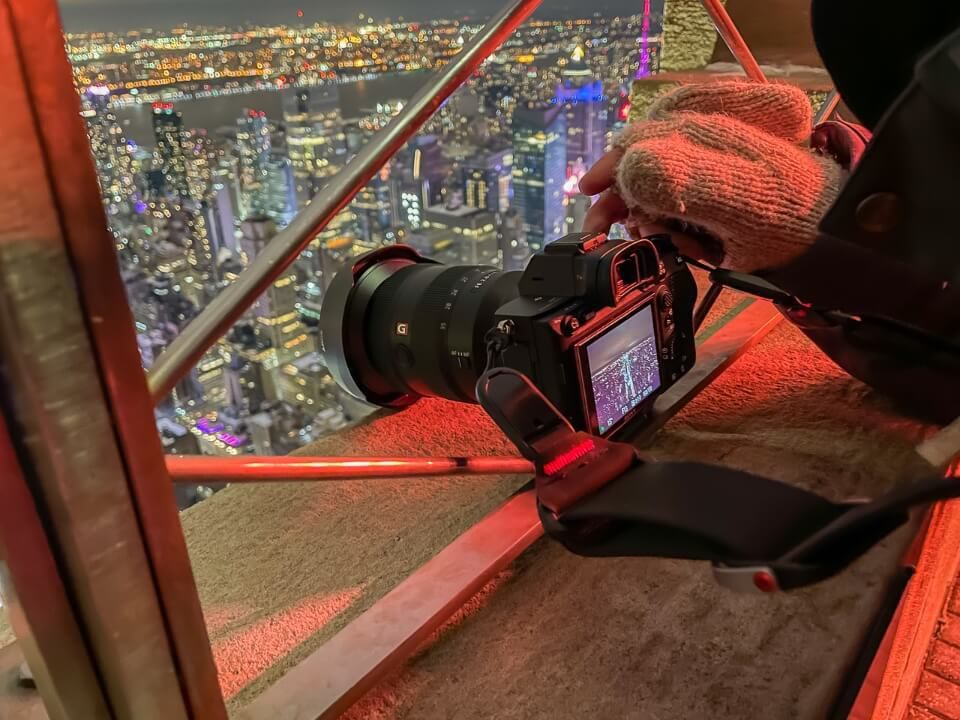 How to take long exposure photography at the empire state building observation deck without a tripod