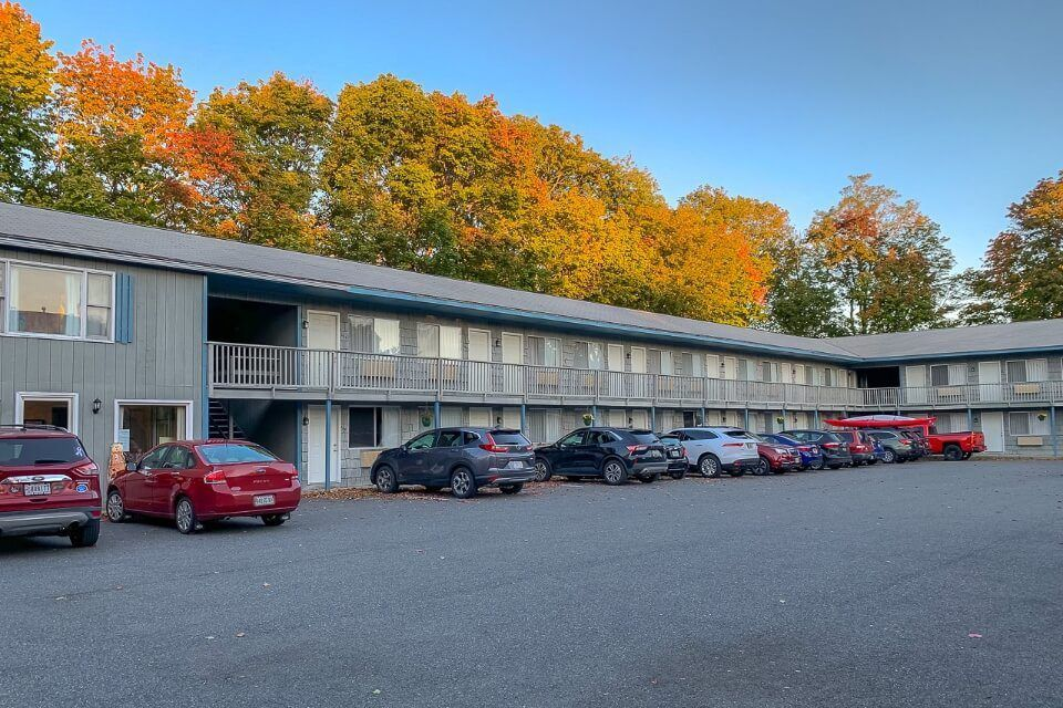Motel surrounded by gorgeous fall foliage colors in bar harbor maine