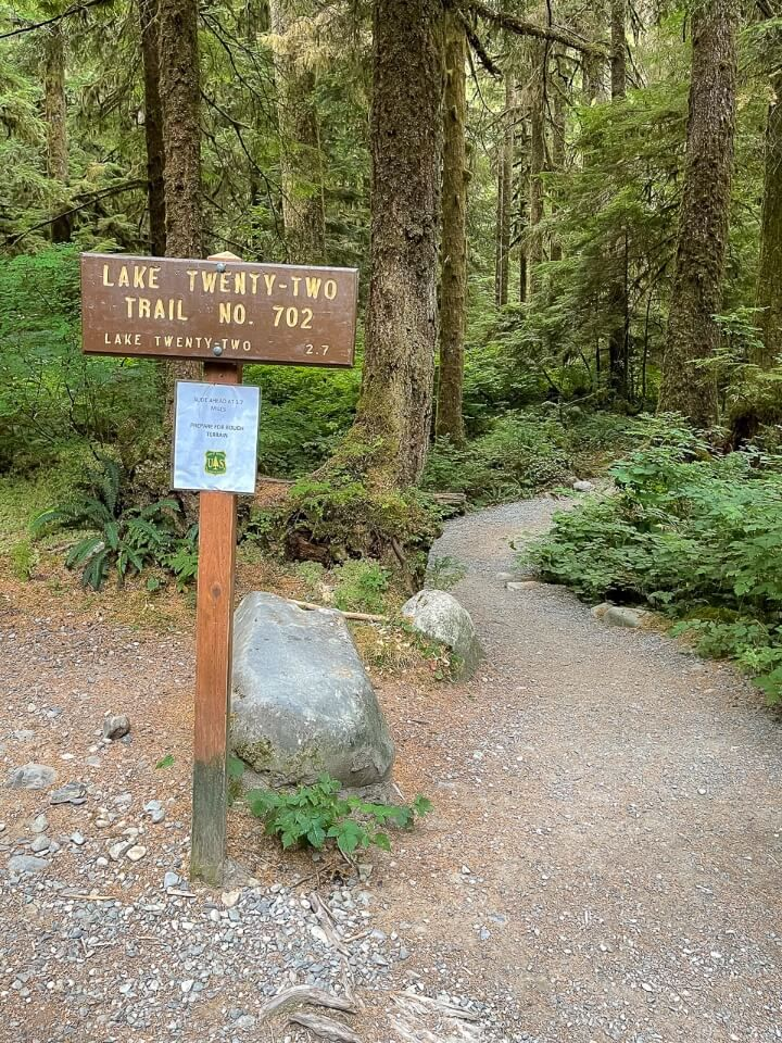 Sign marking the beginning of a hike in washington