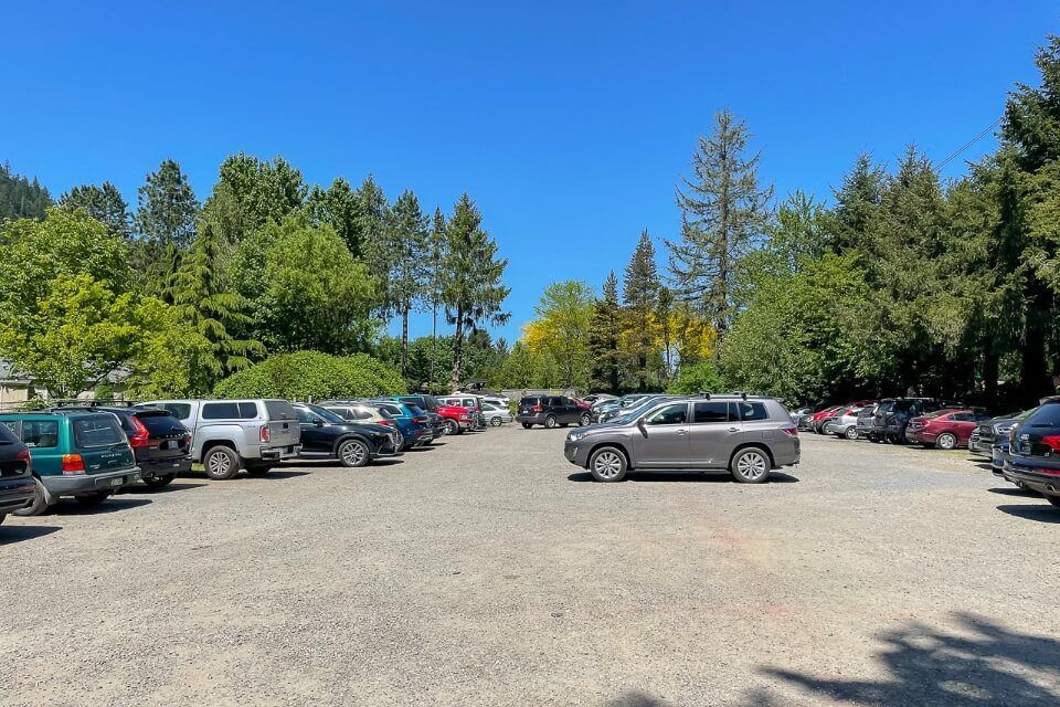 Overflow parking lot for a hike in Issaquah Washington
