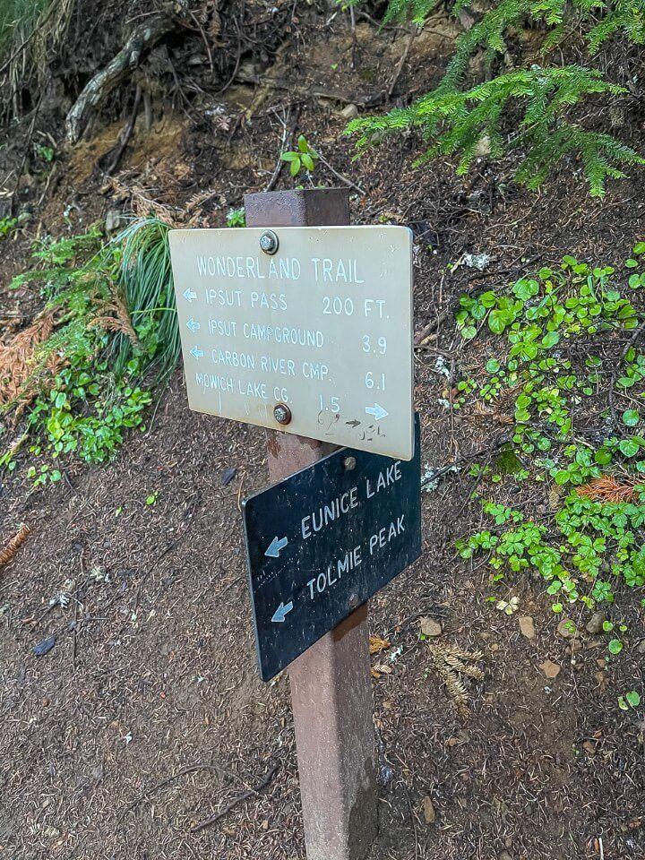 Sign showing hiking distances on Wonderland path in Washington
